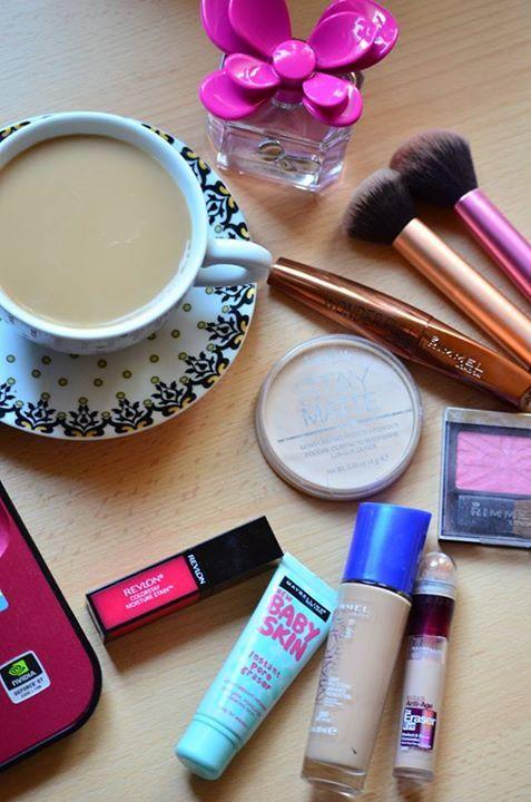 make up, morning, coffee, blogging http://chocolatefashioncoffee.blogspot.ro/