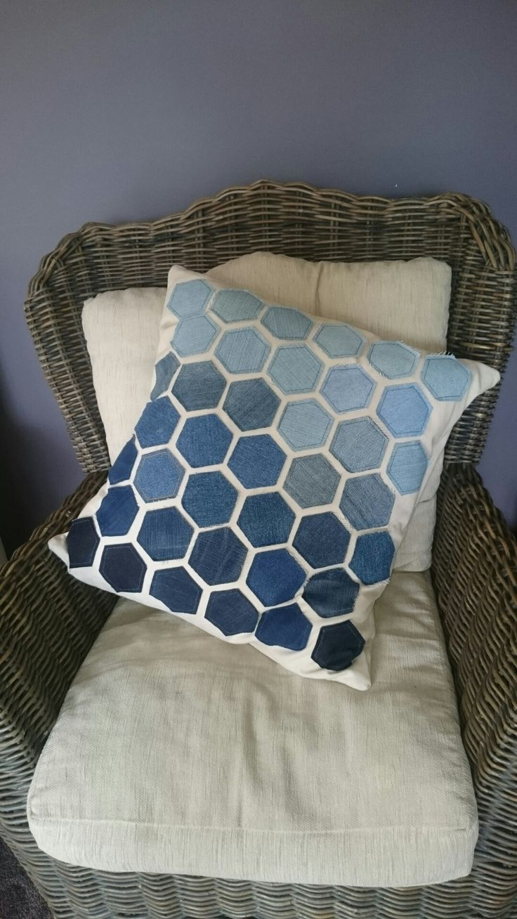My 2018 entry into the Nowra show. 23 inch square approx. Upcycled Jeans hexagons. Duck cloth backing.