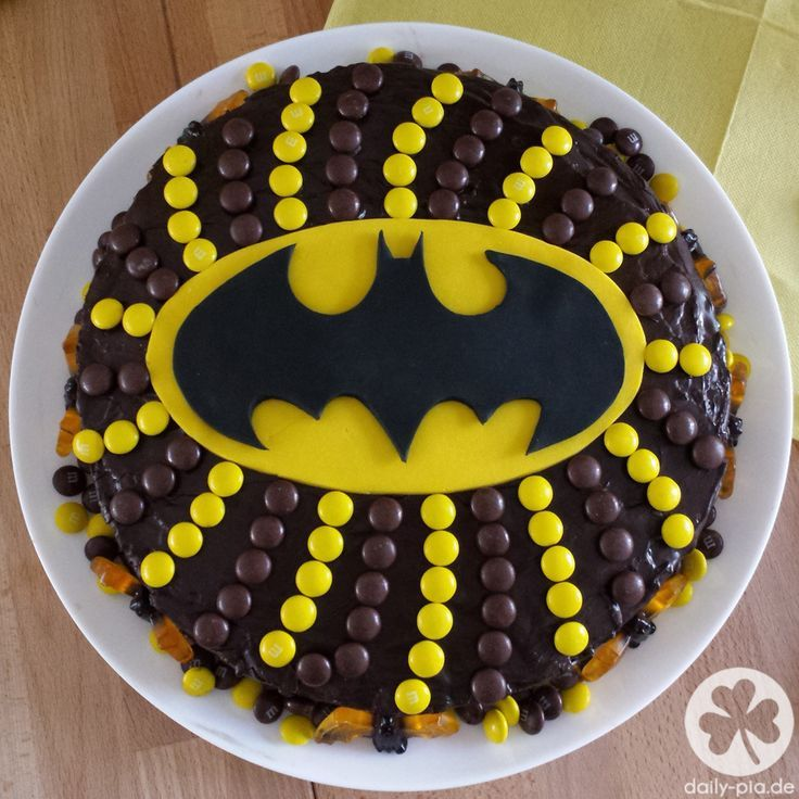 Batman Geburtstagstorte   – Kindergeburtstag: Deko, Rezepte, Spielideen, Einladungskarten