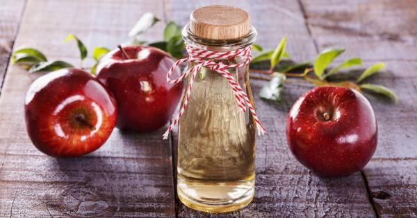 Το μηλόξυδο είναι μια ουσία με αναρίθμητες χρήσεις. Παραδοσιακά, χρησιμοποιείται ως θεραπευτικό μέσο για πολλές παθήσεις, από τη γρίπη μέχρι τα κονδυλώματα και από τα ηλιακά εγκαύματα μέχρι την πιτυρίδα....
