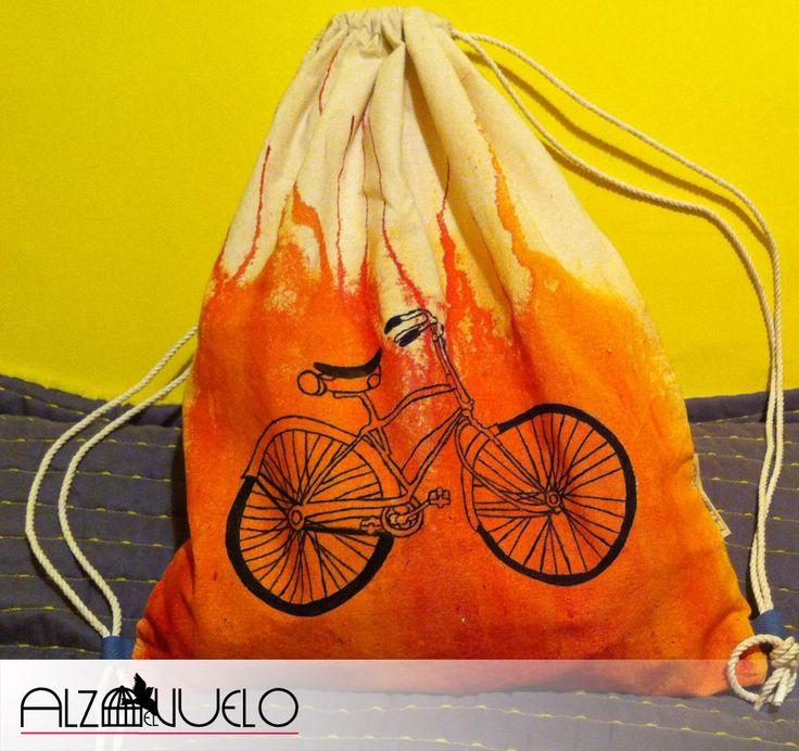 mochila hecha 100% a mano.