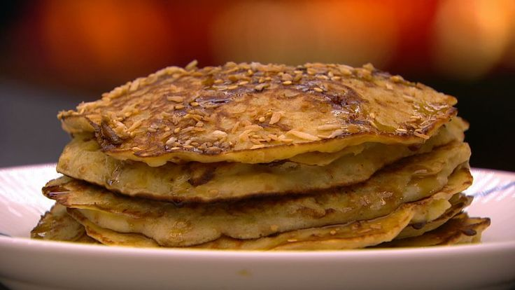 Bananpandekager er en lækker opskrift fra Go' morgen Danmark, se flere dessert og kage på mad.tv2.dk