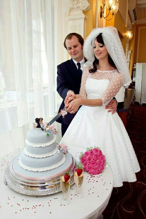 In love with this dress! :: Rockabilly wedding Dress:: Polka Dot Sleeved tea length wedding dress:: Short retro wedding