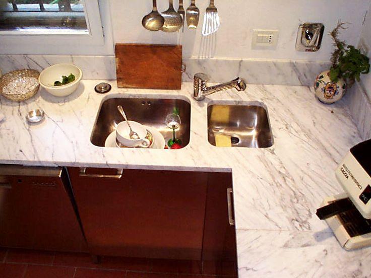 Top Cucina realizzata nel 1999  / - / -  Top in Bianco Carrara  / Realizzazione Blancomarmo.it / arredi realizzati da Oggetti.it / design Lauroghedini.com