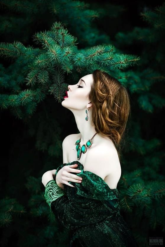 Use of colours, little contrast between such strong greens against a strikingly pale model. Makes for a striking and memorable portrait.
