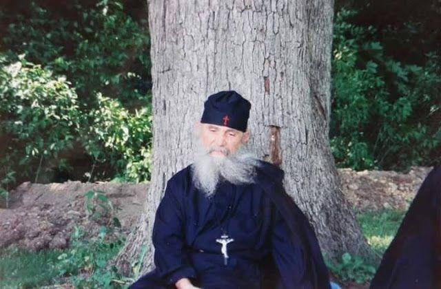Παναγία Ιεροσολυμίτισσα : Γέροντας Εφραίμ Φιλοθεΐτης:  Διατί σε κατατρώγει η...