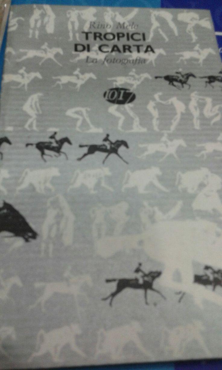 """""""Tropici di Carta. La Fotografia"""" di Rino Mele, Edizioni 10/17 (1997), cop. morbida, ill., pp. 160, buono stato. EURO 6,00 + spese di spedizione libreriadeipicentini@gmail.com"""