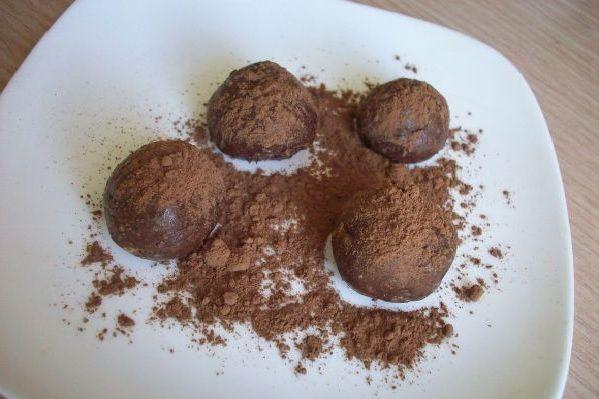Чудесные конфеты из детской смеси с орешками долго не задержаться на столе, будут съедены быстро-быстро...Ингредиенты:.- 1 пачка детской молочной смеси (400гр).- 100гр сливочного масла.- 3/4 стакана сахарного песка.- 0,5 стакана молока.- 100гр...