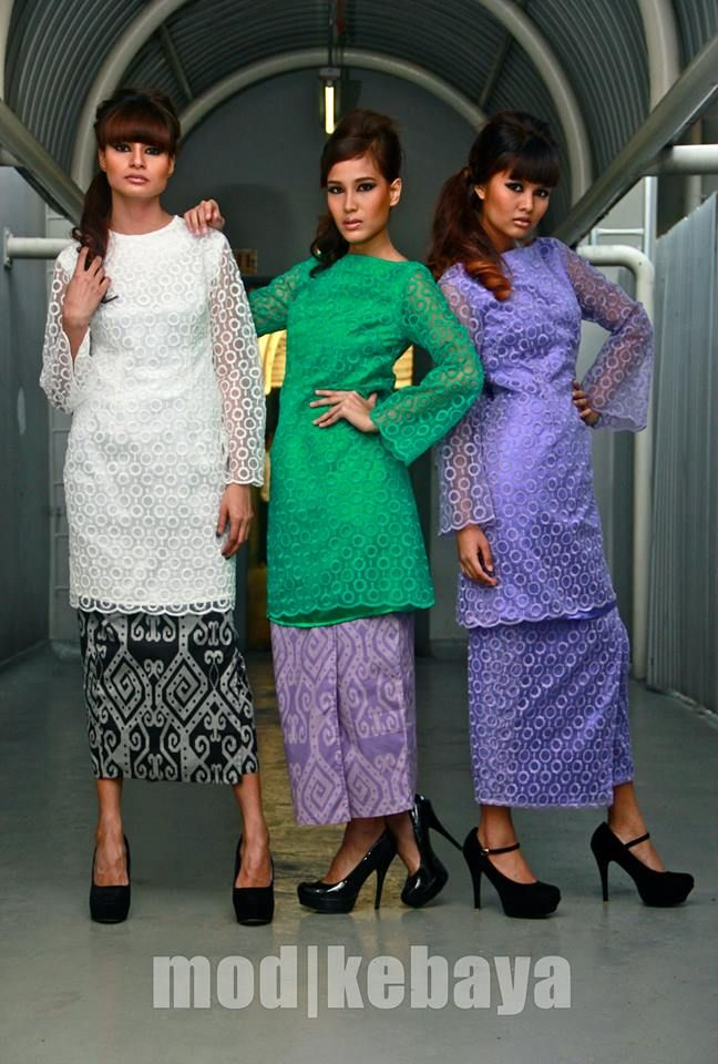 organdy lace top & graphic skirt :: mod|kebaya