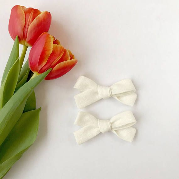 Linen Bow Clips, Baby Girl Clips, Baby Barrettes, Baby Bows, Non Slip Hair Clips, Hair Bows, Baby Gift, Newborn Gift, Linene, Pigtail Clips, newborn photo prop, nylon headband, alligator clips, toddler bows This set of 2 gorgeous cream linen bow clips is perfect for your little ones