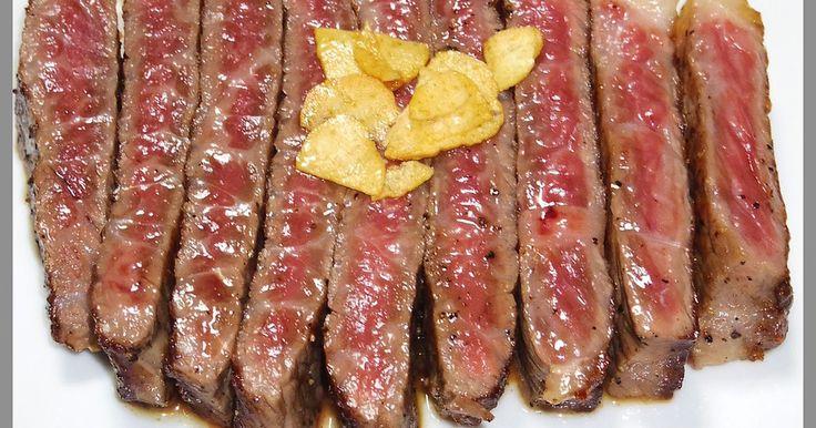 つくれぽ2000人!伝家の宝刀を抜くぞ!牛肉の美味しい焼き方って意外とご存知ないんですよね!美味しいステーキが焼けるよ。