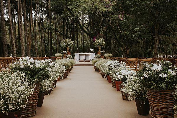 """Um casamento na Fazenda Santa Bárbara foi a escolha de Viviane Bottura e Jonas Dias para dizer o """"sim"""". A Salve Sto. Antonio cuidou da assessoria!"""