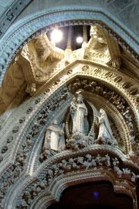 Catedrala Sagrada Familia  din Barcelona, Spania este cea mai importantă și faimoasă lucrare a lui Gaudi.   http://www.viziteazalumea.ro/stiri/sagrada-familia-un-templu-unic-in-lume/