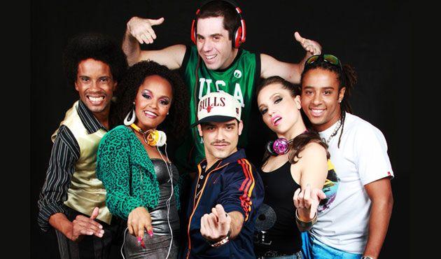 """O SESC Nova Iguaçu recebe o musical """"Funk Brasil – 40 anos de baile"""", nos dias 12 e 19 de abril, com ingressos de R$ 20. O espetáculo revive os personagens e as músicas que foram fundamentais para estabelecer o funk como parte da cultura brasileira."""