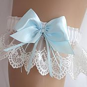 Купить или заказать Подвязка для невесты свадебная в интернет-магазине на Ярмарке Мастеров. Подвязка Подвязка невесты Подвязка купить подвязка свадебная Свадебная подвязка Рисунок кружева может отличаться в зависимости от материалов в наличии. Что можно поменять в рамках 'персонального заказа': 1) цвет кружева можно заменить на айвори 2) цвет ленты возможен любой Подвязка выполнена из очень качественного французского кружева белого цвета и атласа.