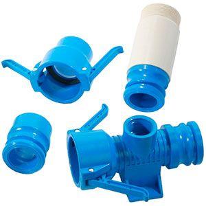 Accesorios de PVC azul, para riego por cobertura superficial: uniones, curvas de PVC, rácores, tapones finales, juntas de goma, manillas...  Accesorios PVC azul, anti-degradantes, resistentes a los rayos UVA. Díametros habituales: 50mm, 75mm y 90mm.