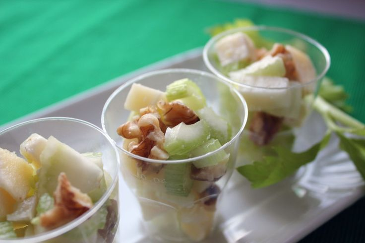Insalata con sedano, formaggio Asiago e noci: fresca e nutriente!
