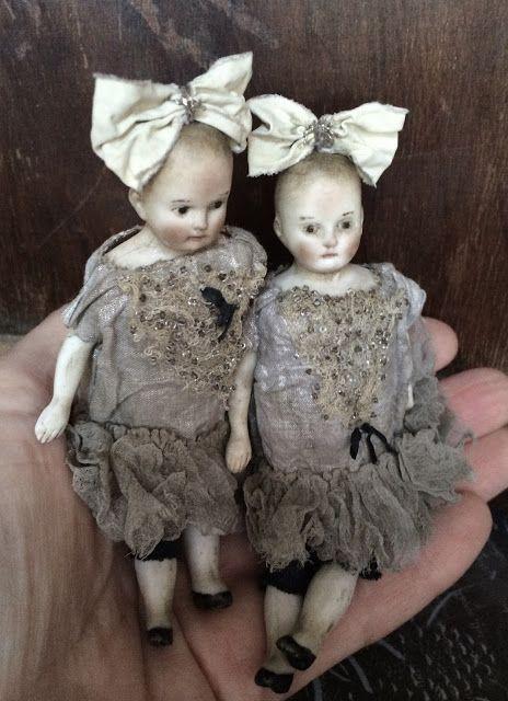 С первой выставки мечтали оказаться в Риге. Сбылось!        Маленькие куколки с антикварными головкам...