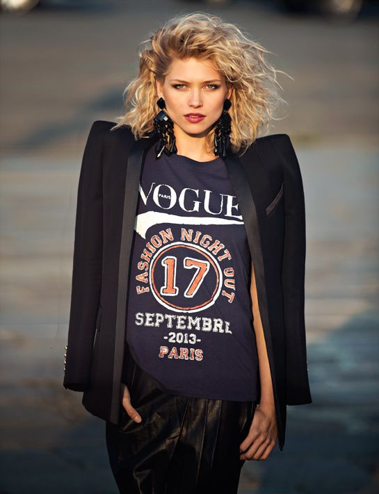 Le t-shirt collector de la Vogue Fashion Night 2013 porté par Hana Jirickova http://www.vogue.fr/mode/news-mode/articles/le-t-shirt-collector-de-la-vogue-fashion-night-2013/20230