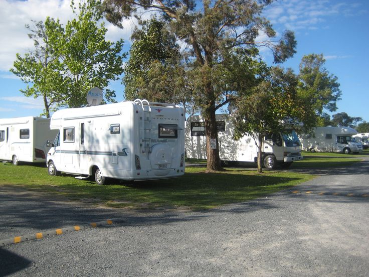 Twenty campervans kept making their way into park at Waitangi Holiday Park, plenty of hard stands and powered sites available