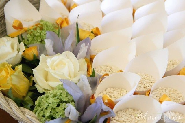 tulle e confetti - #matrimonio in #giallo - coni #riso - #alchimiefloreali #yellowwedding