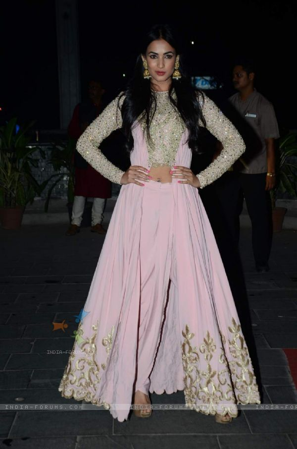 @SonalChauhan7 at @TSeries' Tulsi Kumar & Hitesh Ralhan Grand Wedding Reception, March, 2015