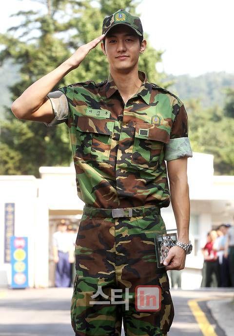 Lee Ki Woo completed army service ^__^