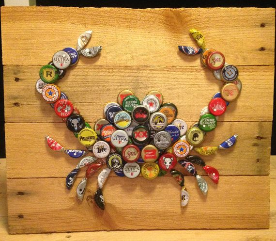 Crab wall art with mixed bottle caps on pallet wood for Bottle cap wall