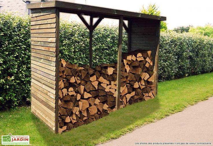 Votre abri bûches de chez Habrita mesure 280 x 110 x 208 cm (l,l,h), il permet de protéger jusqu'à 6 stères de bois. L'abri est en bois traité autoclave avec une couverture en papier bitumé sur le toit pour le protéger. Le range-buches est garanti ... (suite)