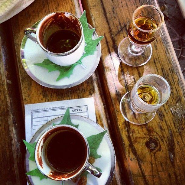 coffee break / kahve molası (Çınaraltı, Bozcaada)
