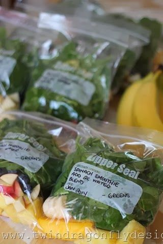 Spinach Smoothie Recipe - made into grab and go freezer packs!  Brilliant!