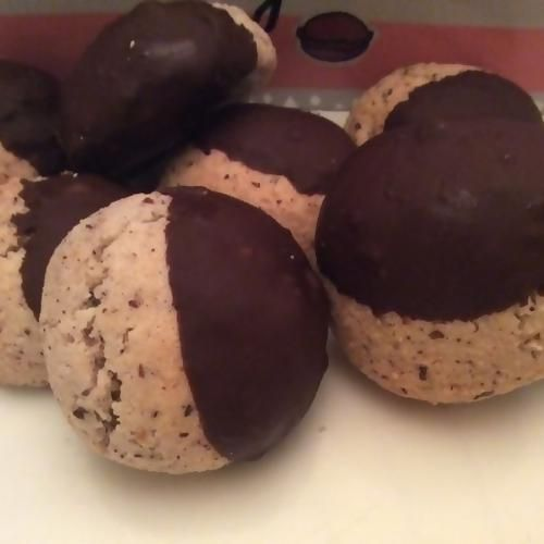 Une superbe recette de gateaux d'Alsace aux noisettes et au chocolat. Idéal lorsqu'il vous reste des blancs d'oeufs à utiliser !