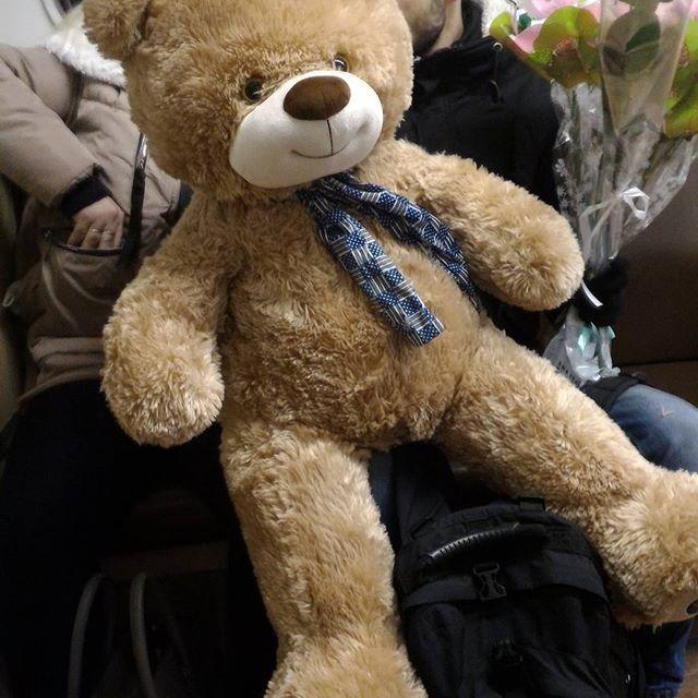 #Милота в #мосметро.  Няяя:))  #медведь #тедди #миха #мех #пушистик #подарок #цветы #Метро #Москва