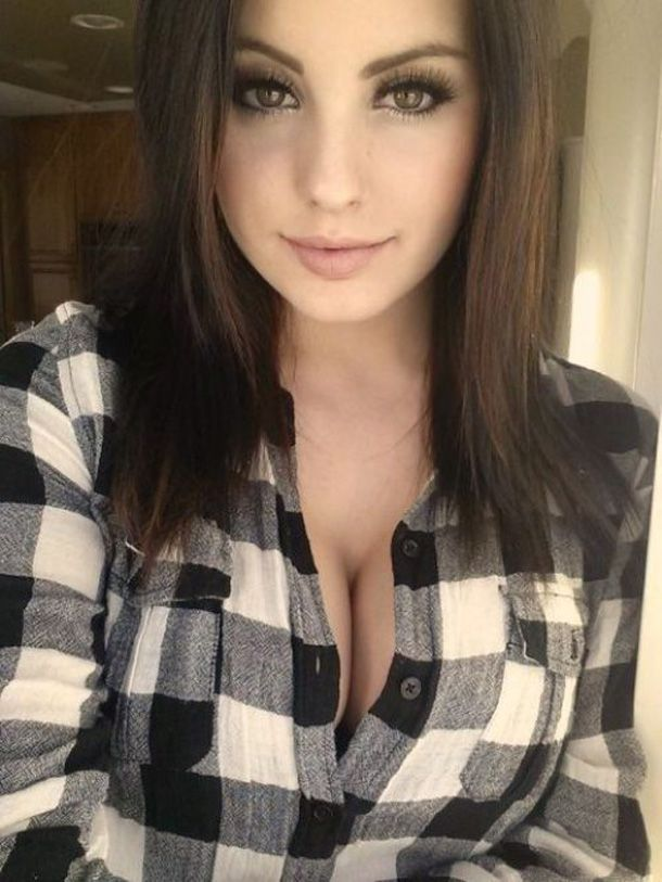 Sexy brunette babes chive