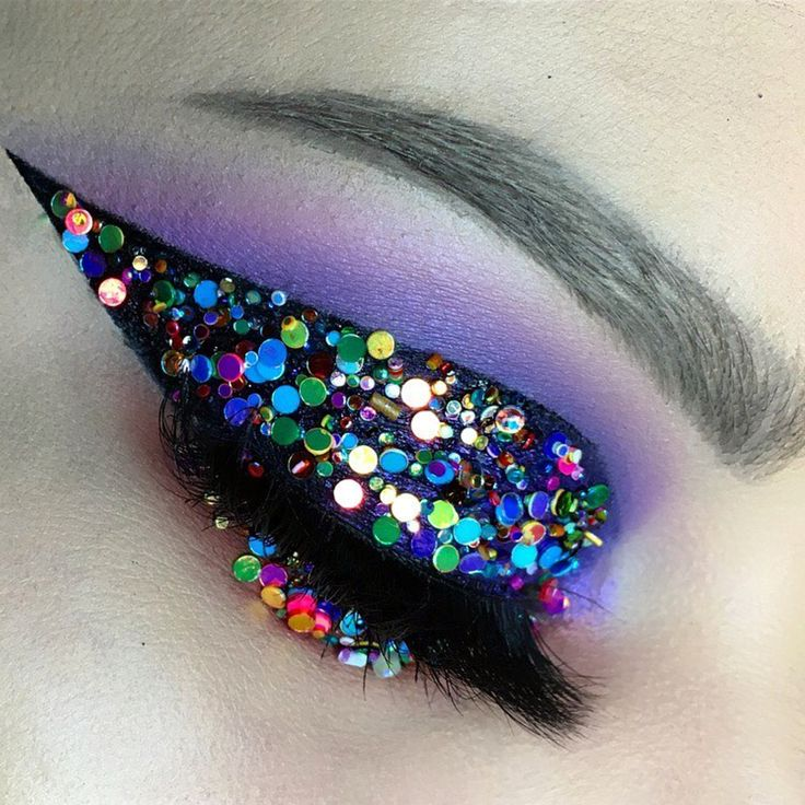 Rising star @emilycasanovamakeup created this colourful piece using our purple loose eyeshadow pigment in Decadent ⚡️ Shop: http://furlesscosmetics.com/true-purple-eyeshadow-dust/