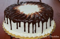 Szuper feketeerdő torta, melyet nagyon különlegesen díszítettem. Ezt a technikát Patakiné Sztanyik Ritának köszönhetem, aki megengedte,...