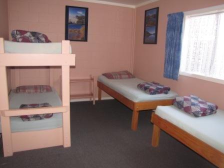 Te Tiriti Lodge - Lodge Dorm Bed [this room sleeps four people]