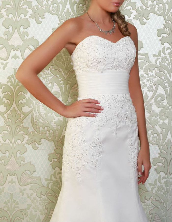 SOTHERN An elegant yet simple gown, the Sothern is adorned with embellished lace applique, with an organza overlay to the skirt. https://www.wed2b.co.uk/vintage-wedding-dresses/viva-bride-sothern.php