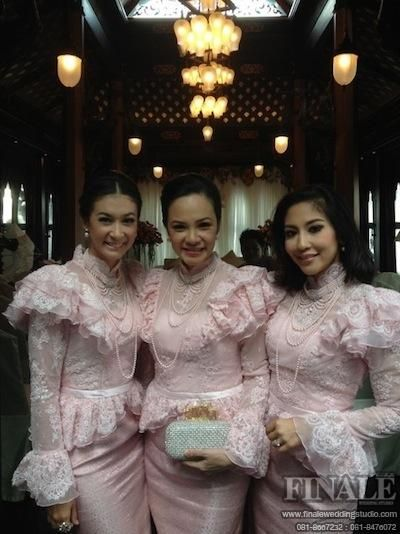 Wedding dress with woven Thailand.