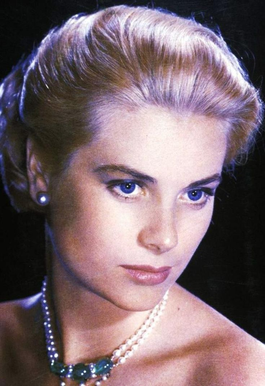Diamanter, rubiner, perler, smaragder ... Når STARS bære deres stads ... (nedad) Elizabeth Taylor / Audrey Hepburn / Anita Ekberg / Vivien Leigh / Grace Kelly / Gina Lollobrigida / Sophia Loren / Marilyn Monroe