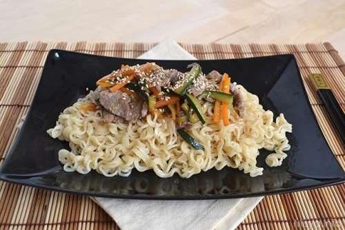 thailandesi ricette Noodles con manzo e verdure