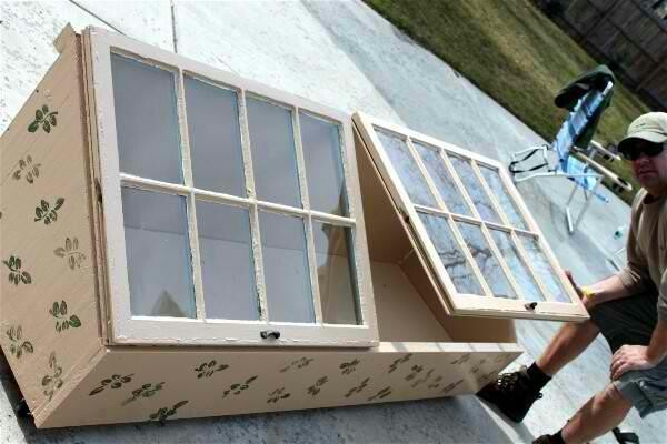 Greenhouse made with hinge windows