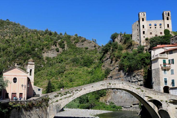 Dolceacqua (IM) - Chiesa di San Filippo Neri (1714), ponte rinascimentale e Castello Doria