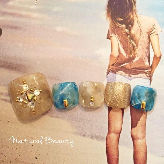 ネイル 画像 Natural Beauty 赤坂 1666428 ショート 青 ベージュ エスニック タイダイ フット 夏 海 リゾート ソフトジェル サンプルチップ