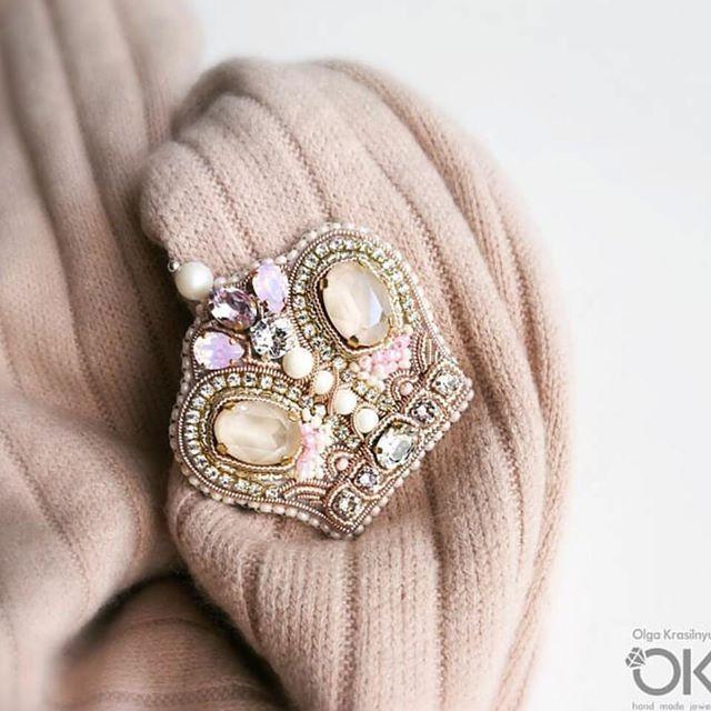 Автор @olgakrasilnyuk 〰〰〰〰〰〰〰〰〰〰〰〰〰〰 По всем вопросам обращайтесь к авторам изделий!!! #ручнаяработа #брошьизбисера #брошьручнойработы #вышивкабисером #мастер #бисер #handmade_prostor #handmadejewelry #brooch #beads #crystal #embroidery #swarovskicrystals #swarovski #купитьброшь #украшенияручнойработы #handmade #handemroidery #брошь #кольеручнойработы #кольеизбисера #браслеты #браслетручнойработы #сутажныеукрашения #сутаж #шибори #полимернаяглина #украшенияизполимернойглины