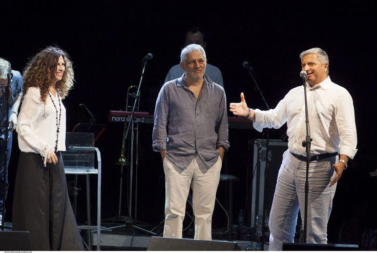 https://flic.kr/p/JTcePE | Ελευθερία Αρβανιτάκη - Νίκος Πορτοκάλογλου - 19/07/2016 | Οι εξαιρετικοί Ελευθερία Αρβανιτάκη και Νίκος Πορτοκάλογλου στο Φεστιβάλ Αμαρουσίου 2016 Like us @ Facebook: www.fb.com/festivalmaroussi Follow us @ Twitter: www.twitter.com/festivalmarousi
