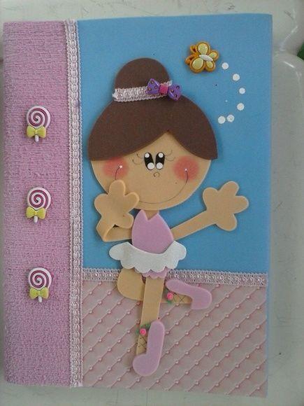 Caderno em brochura grande, com 100 folhas, decorado com EVA R$ 30,00                                                                                                                                                                                 Mais