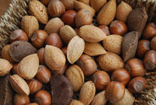 Dneska jsme si zvykli mít všechno předpřipravené a naservírované. Je ale docela zábava si ořechy vylouskat.