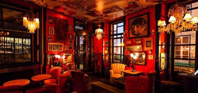 La movida di Lisbona è brulicante, tra café-boudoir, discoteche e bar di sardine. Pensão Amor, Lisboa #Portogallo #visitportugal