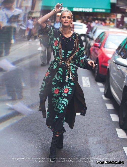 Фотосессия под названием «We Are Under The Same Stars» для журнала Muse. В съемках принимала участие модель Кармен Касс (Carmen Kass).
